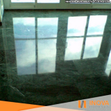 limpeza de piso mármore escuro