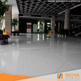 polimento de piso de mármore branco